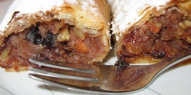 PITA OD SUHIH ŠLJIVA, JABUKA I BADEMA — Coolinarika   posni kolaci   Pinterest   Vegan cake ...