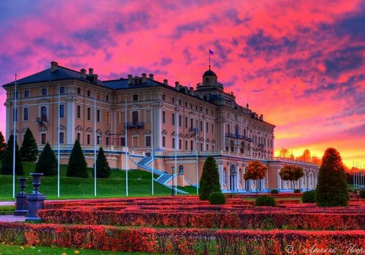 A gem of the 18th century architecture, the Constantine Palace dominates the Strelna palace and park complex  Photographer:Igor Litvyak
