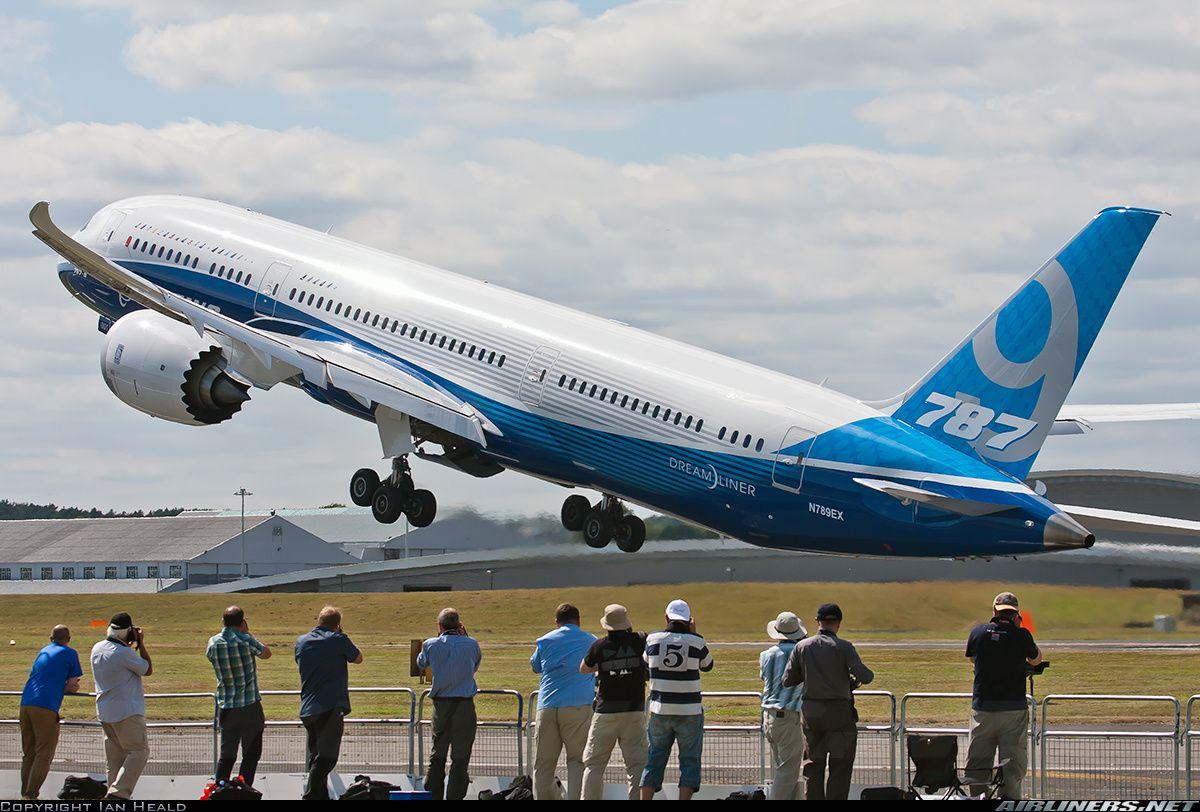 Boeing 7879 at the Farnborough International Airshow 2014
