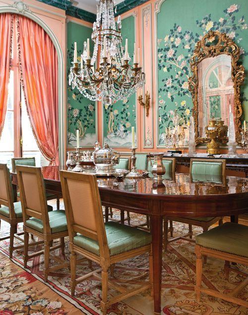 El comedor estilo luis xvi con una gran mesa sillas de for Sillas de estilo luis xvi