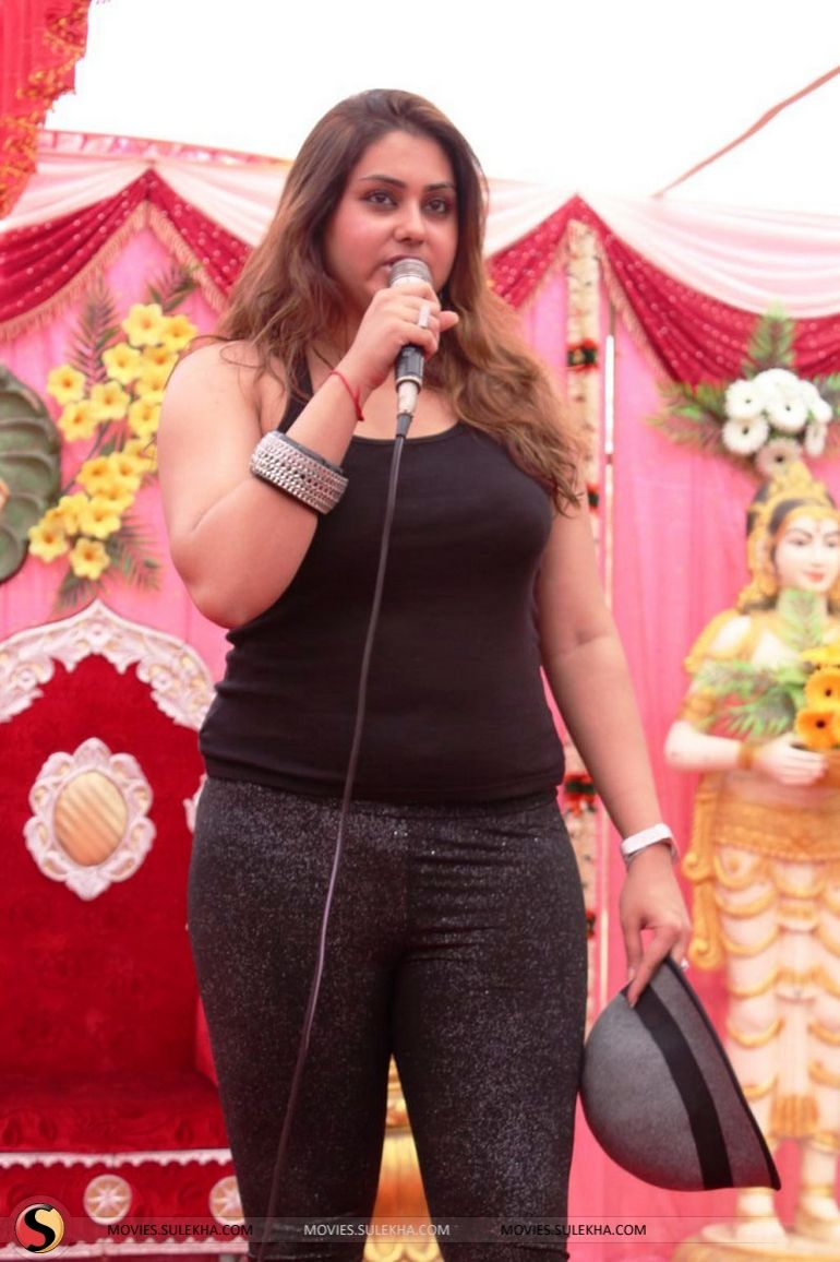 namitha-at-js-paradise-family-marriage-hall-launch-stills03 (770