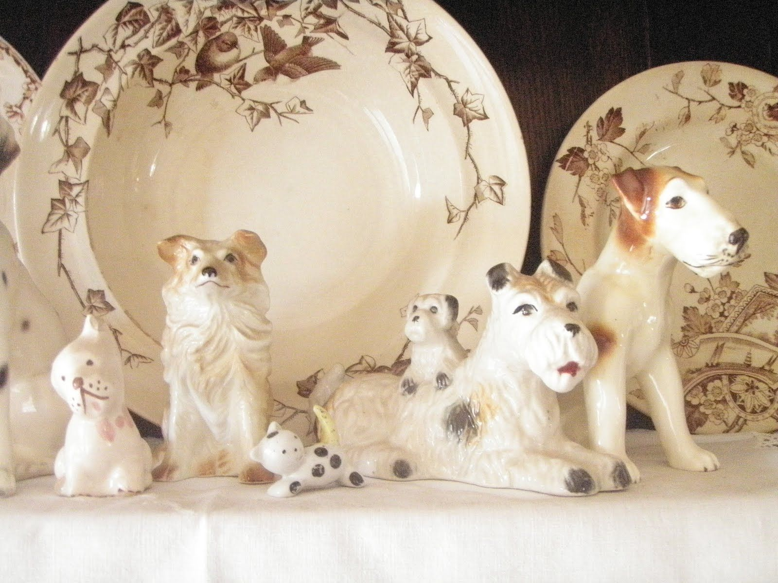 Love the dog figurines with the brown transferware!