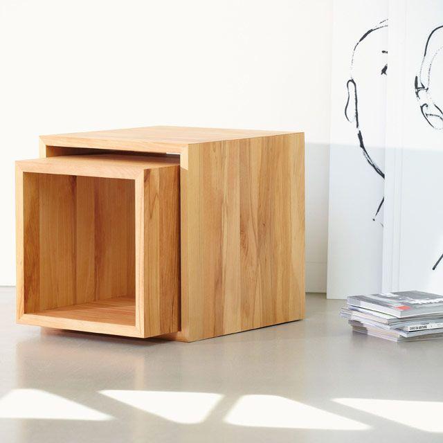 Vielseitiger Beistelltisch In Kernbuche In Schlichtem Kubistischem Design Und Charakteristischer Holzmaserung Wohnen Regal Holz Interieur