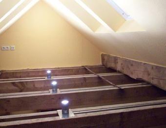 eine besondere art der beleuchtung dachausbau pinterest beleuchtung dachbalken und dachboden. Black Bedroom Furniture Sets. Home Design Ideas