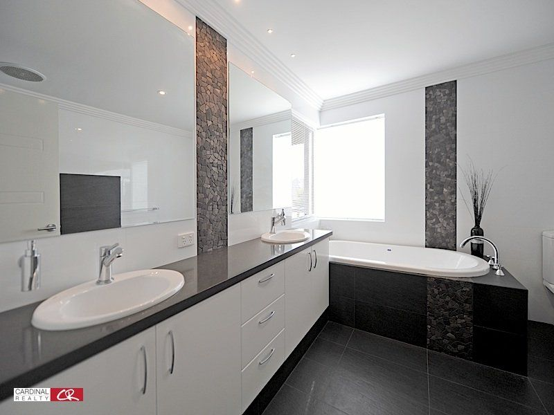 Modern Bathroom Design With Spa Bath Using
