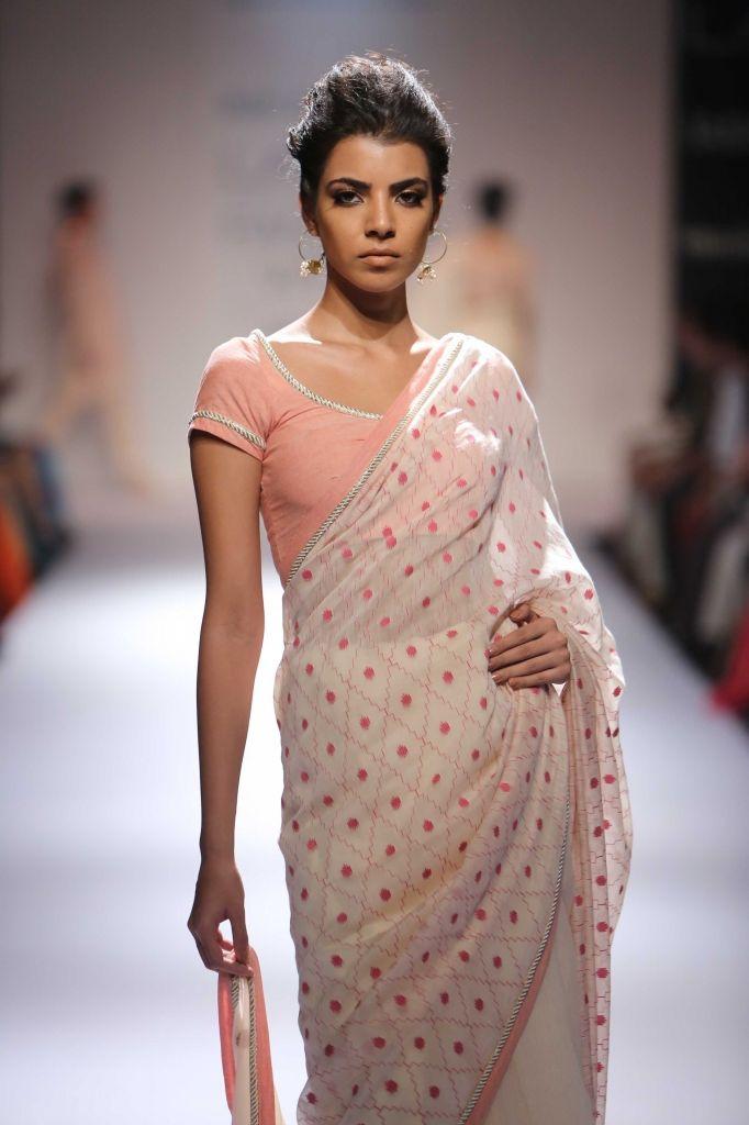 Lakme Fashion Week Soumitra Mondal At Lfw Wf 2014 Lakme Fashion Week Fashion Modern Saree