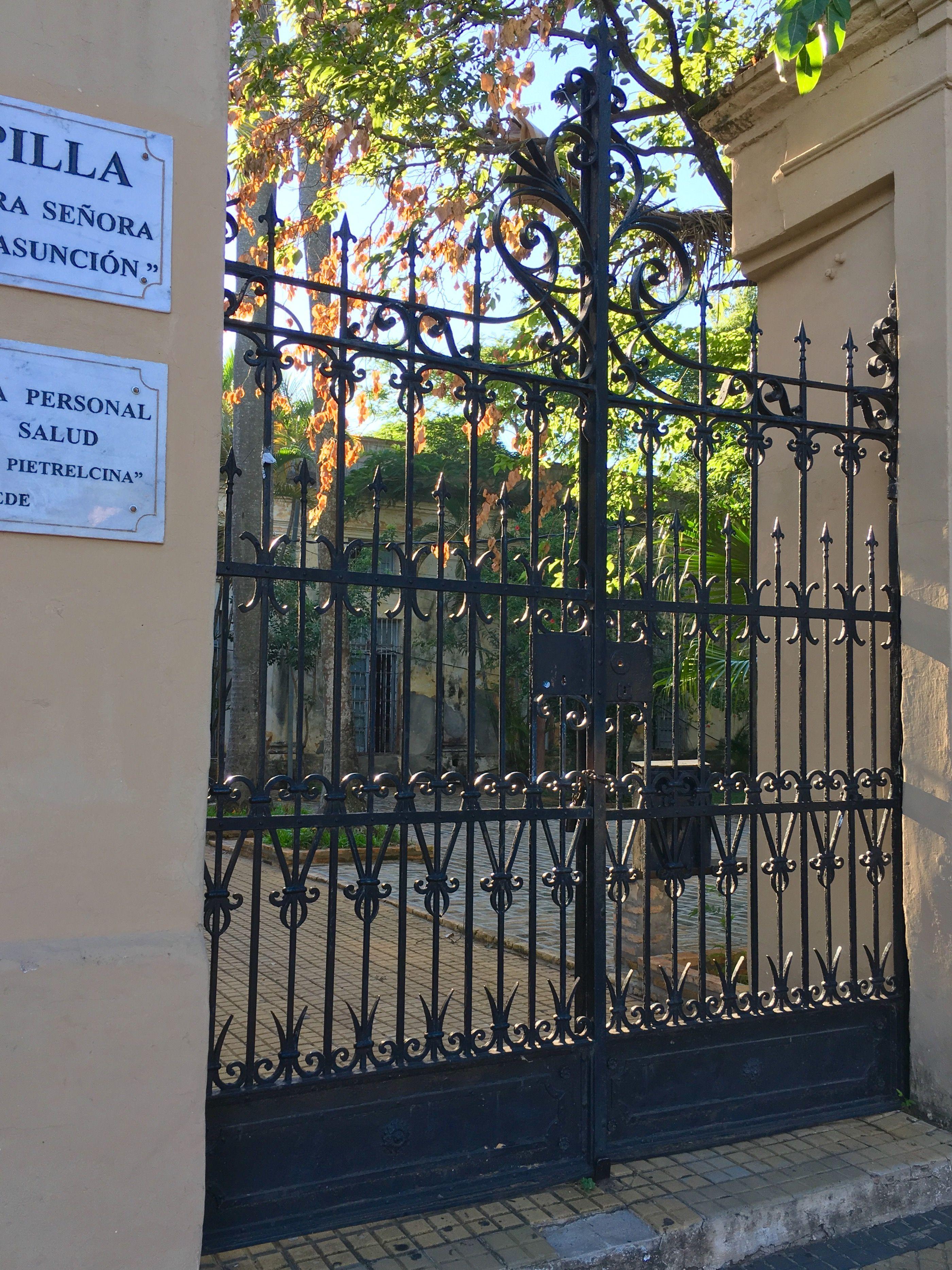 Portón antiguo de Asunción-Paraguay
