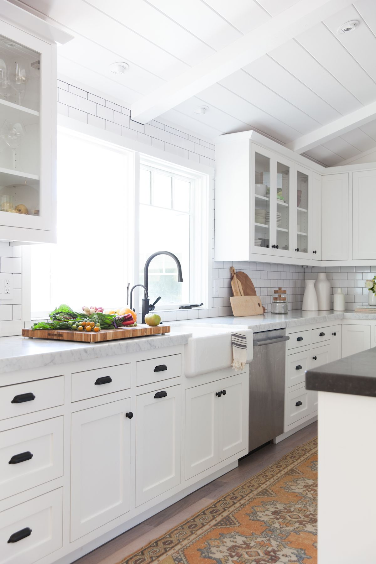Classic Napa Farmhouse Inspired By The California Coast And Wine Country Kitchen Design New Kitchen Cabinets Kitchen Renovation