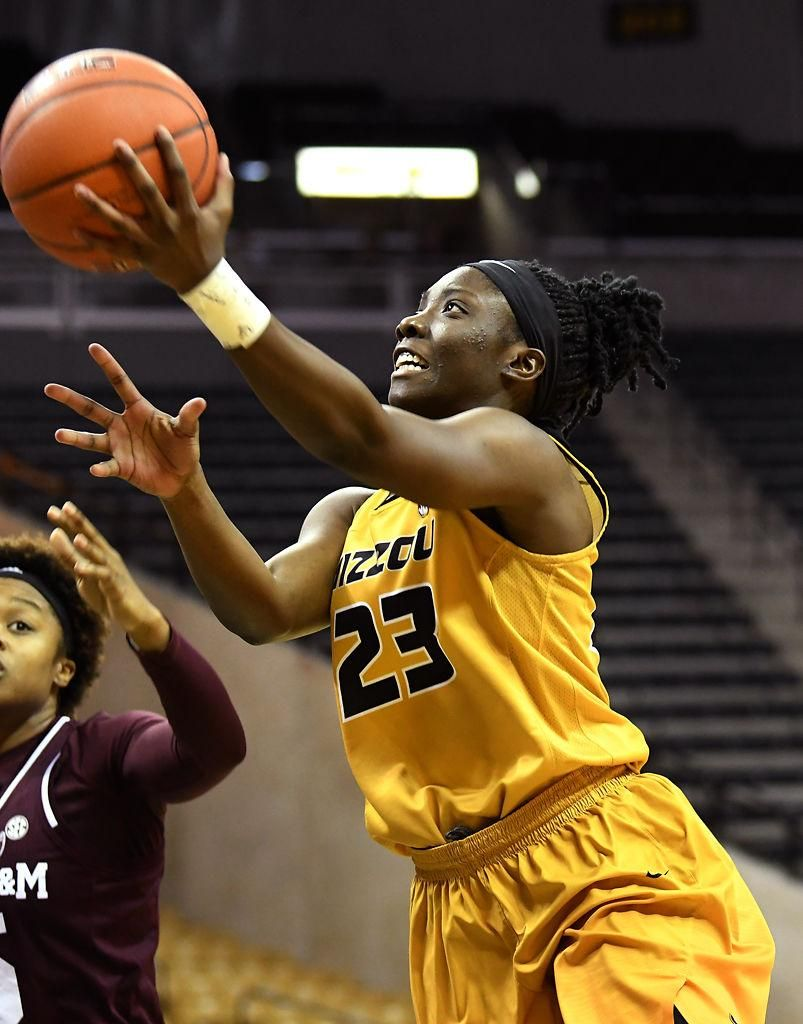 Mu Guard Amber Smith Goes For A Layup Womens Basketball Athletic Women Texas A M