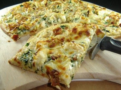 Chicken Alfredo Pizza. Gonna have to try this