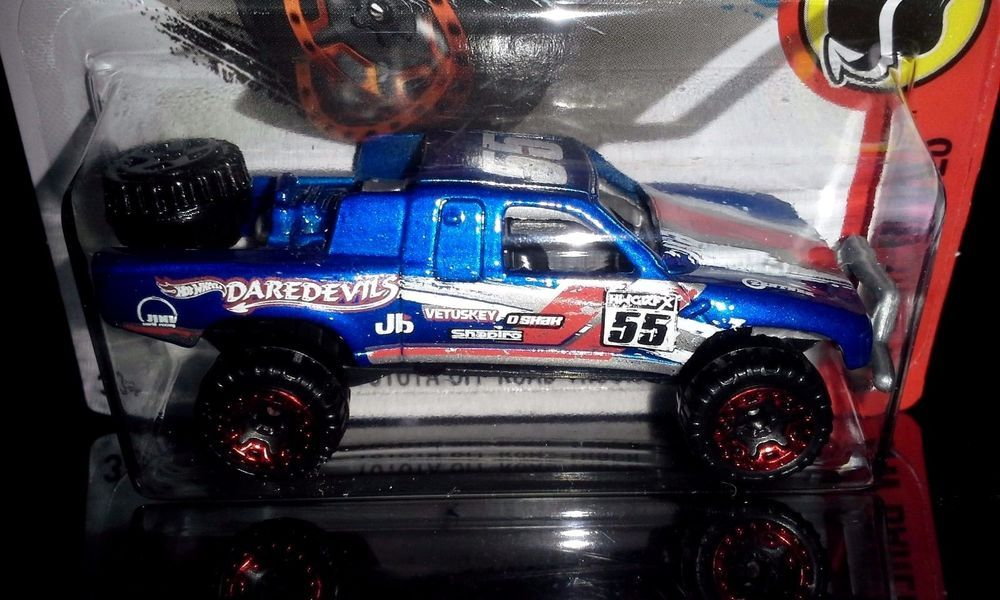 HOT WHEELS 2016 DAREDEVILS TOYOTA OFFROAD TRUCK (BLUE)