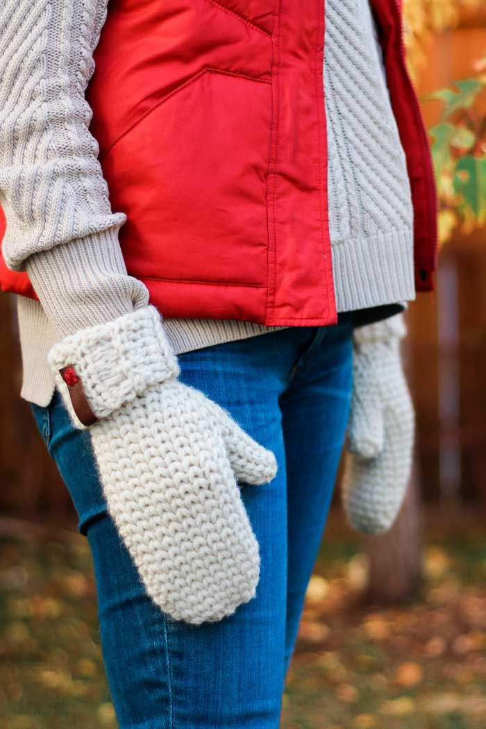 Classic, Knit-Looking Free Crochet Mitten Pattern | Chicas