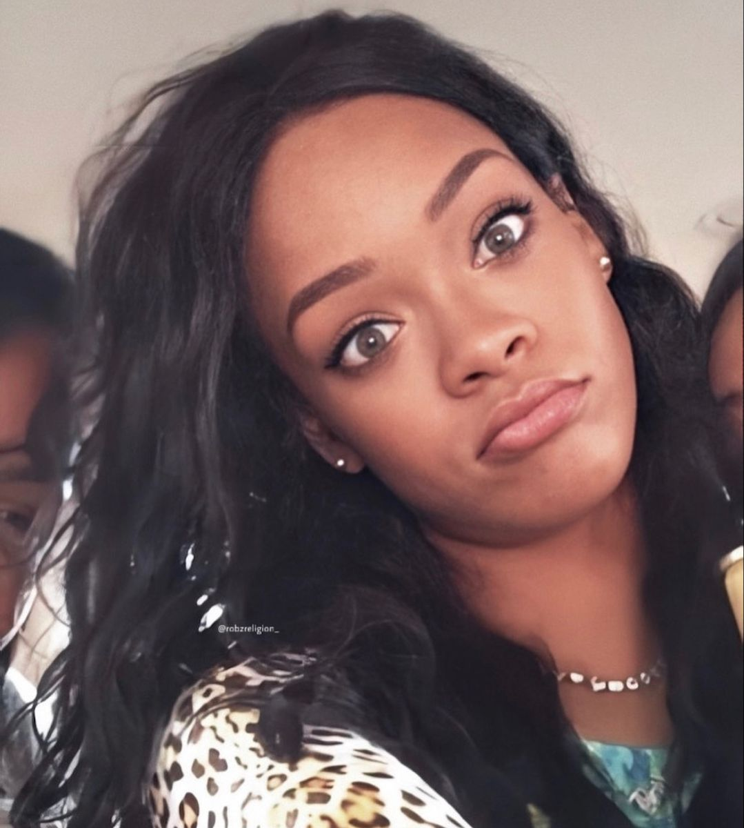 Me Where Is The R9 Riri I Can T Find It In 2020 Rihanna Face Rihanna Riri Best Of Rihanna