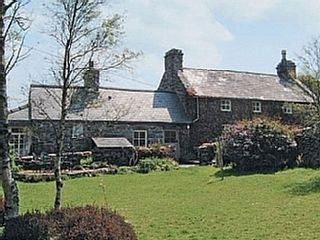 4 Bed 18th Century Farmhouse In Snowdonia With Views Of Sea And