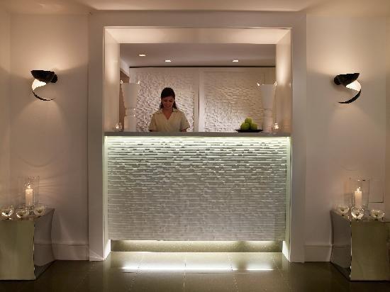 Kptallat a kvetkezre small hotel lobby design ideas