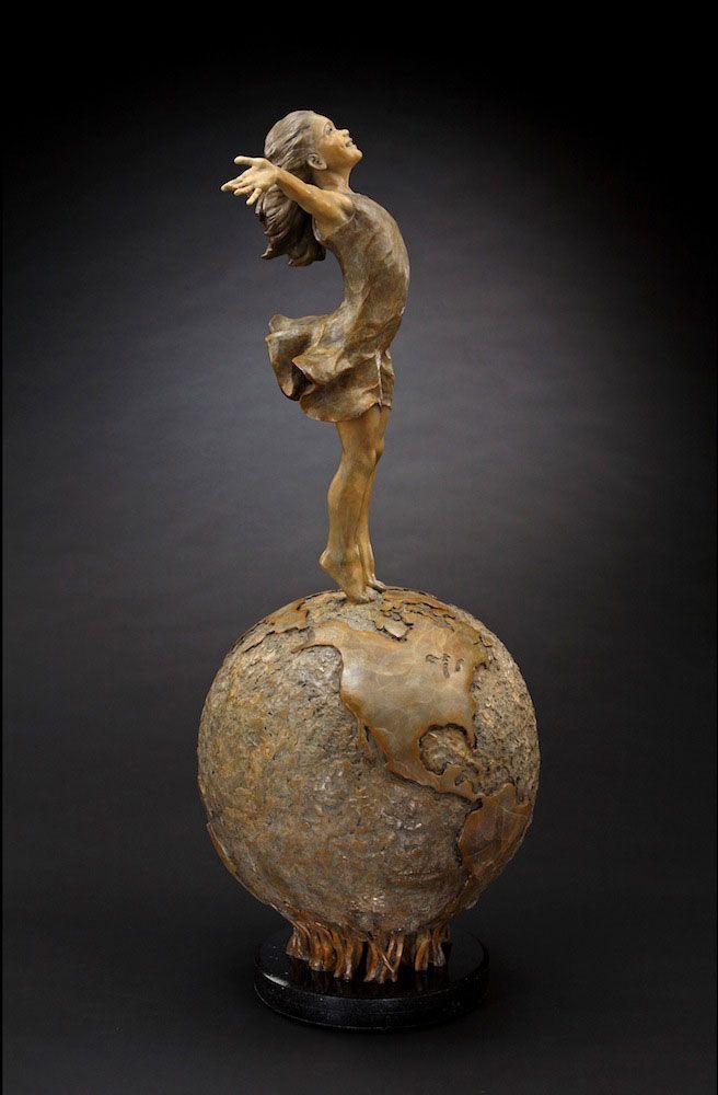 Angela Mia De La Vega Joyful Empowerment Half Life Sculpture - Japanese artist tightly rolls newspapers to craft incredibly accurate animal sculptures