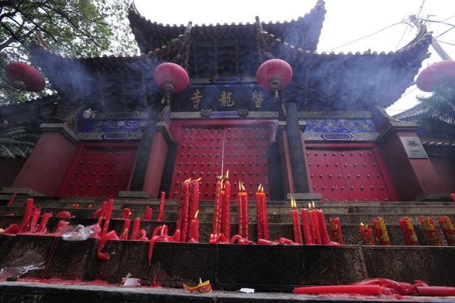 "Candles placed outside Panlong Temple by visitors who were not allowed inside, from ""Fearing 'commercialization', monks briefly close Jinning temple"""