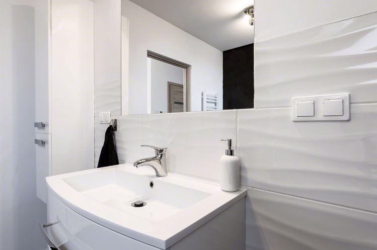 Dymo Wavy White 12x24 Glossy White Bathroom Tiles Bathroom Mirror Bathroom Design
