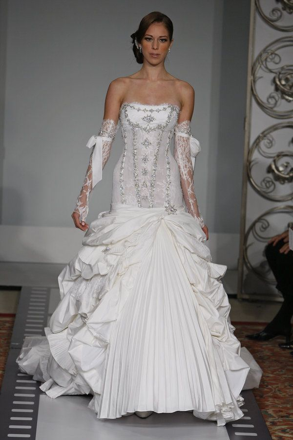 Fancy lovely Pnina Tornai I don ut typically like mermaid style dresses but this