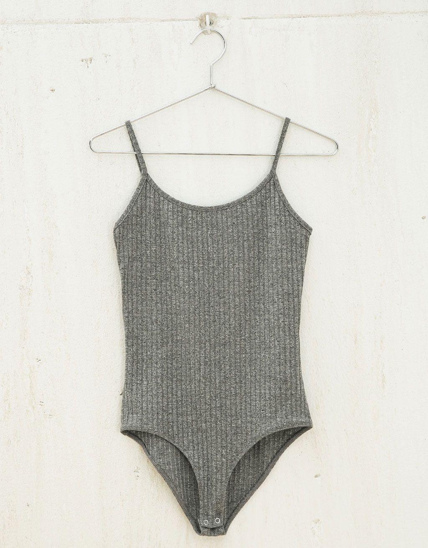 Body BSK rib alças. Descubra esta e muitas outras roupas na Bershka com novos artigos cada semana