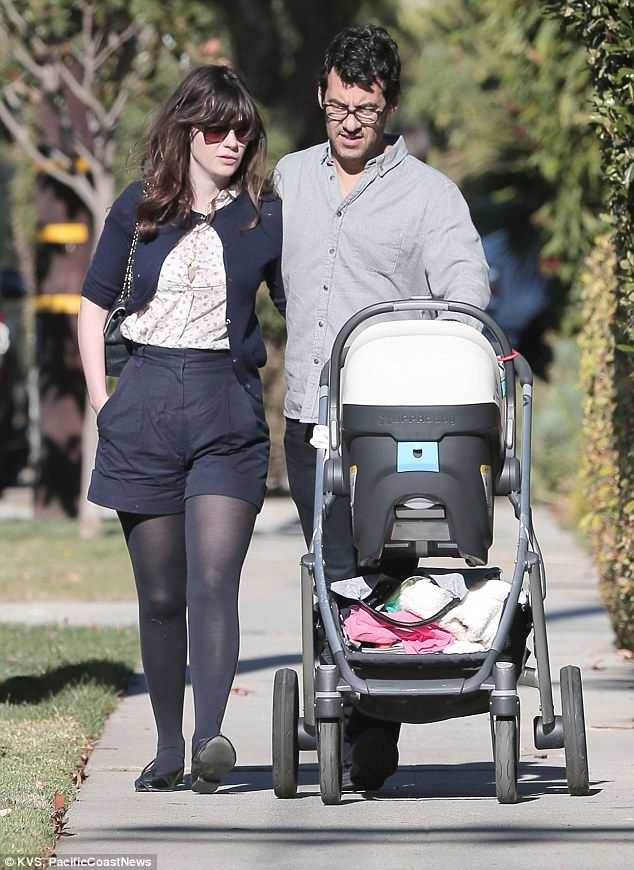 Zooey Deschanel Wears Tweed Wrap As She Returns To New Girl Set Zooey Deschanel Style Zooey Deschanel Zoey Deschanel