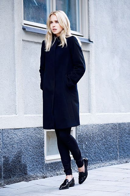 Elin Kling all black outfit, coat, loafers #minimalist #fashion #style