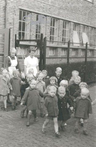 kindertehuis pioenstraat 1956 Historisch Centrum Leeuwarden - Beeldbank Leeuwarden