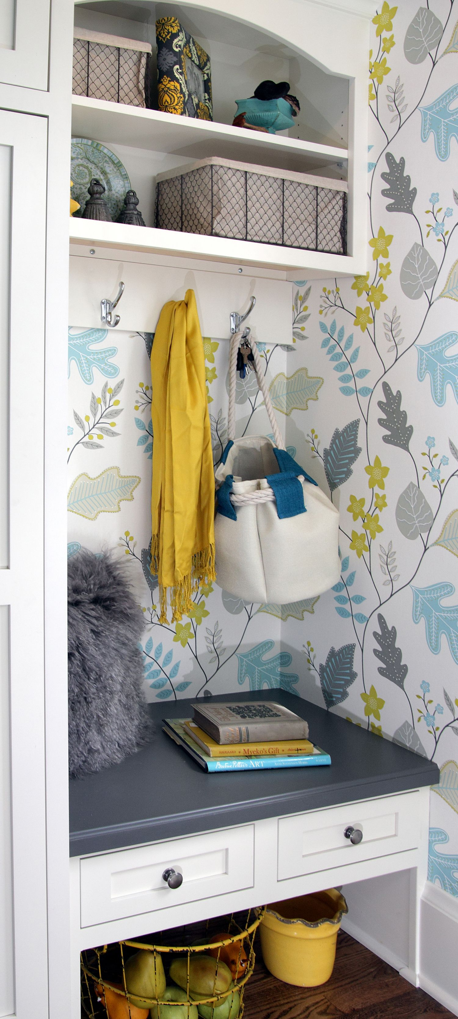 Small Entryway Mudroom Boot Bench And Locker With White