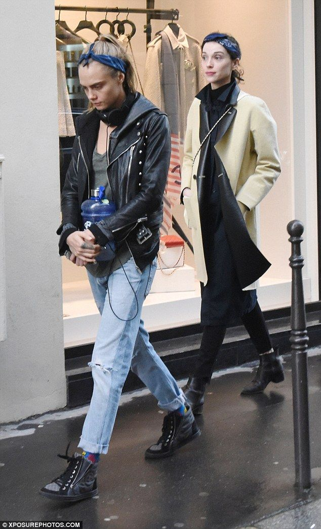 7bf69e373ad94e Cara Delevigne and girlfriend St Vincent coordinate their style ...