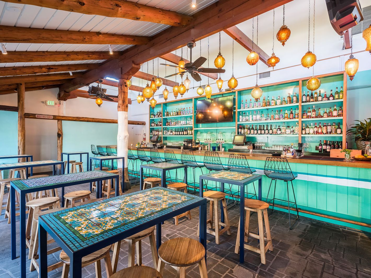 Tallula S This Beachy Newcomer By The Rustic Canyon Group Was Meant To Host Happy Hour Crowds Big Houses Interior Stunning Interior Design Affordable Interiors
