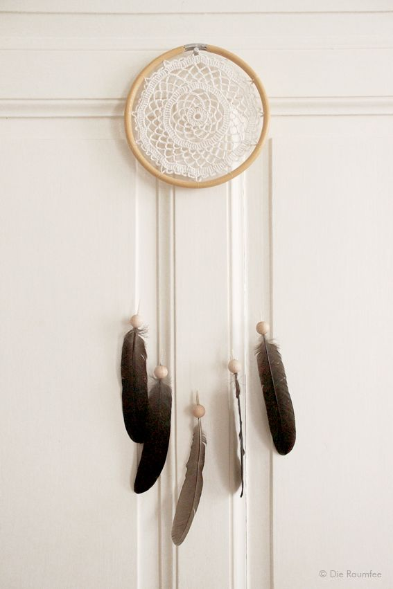 die raumfee traumf nger aus taschenhenkel h keldeckchen und geschenkten hahnenfedern. Black Bedroom Furniture Sets. Home Design Ideas