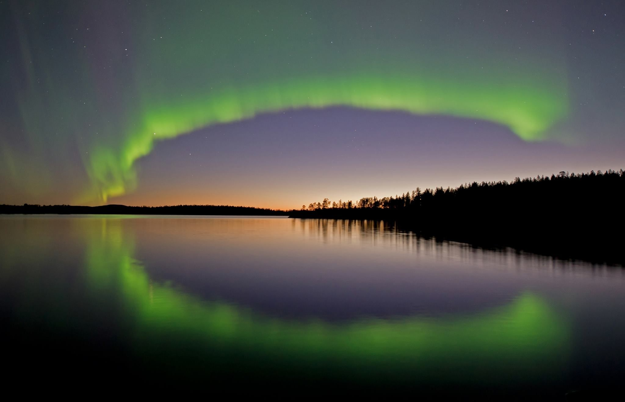 """Tule kokemaan inarilaisen luontokuvaaja Martti Rikkosen ihmeellinen kuvaesitys """"Kaukana pohjoisessa"""", jota säestää Niillas Holmberg Kvartteahta."""