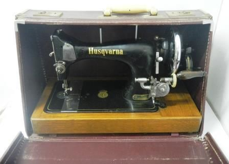 Husqvarna Class 440 Handcrank In Case Sewing Machine Pr40n Enchanting Hand Crank Sewing Machines For Sale