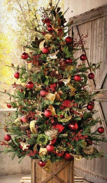25 Traditional Red And Green Christmas Decor Ideas Beautiful Christmas Trees Christmas Decorations Rustic Rustic Christmas Tree