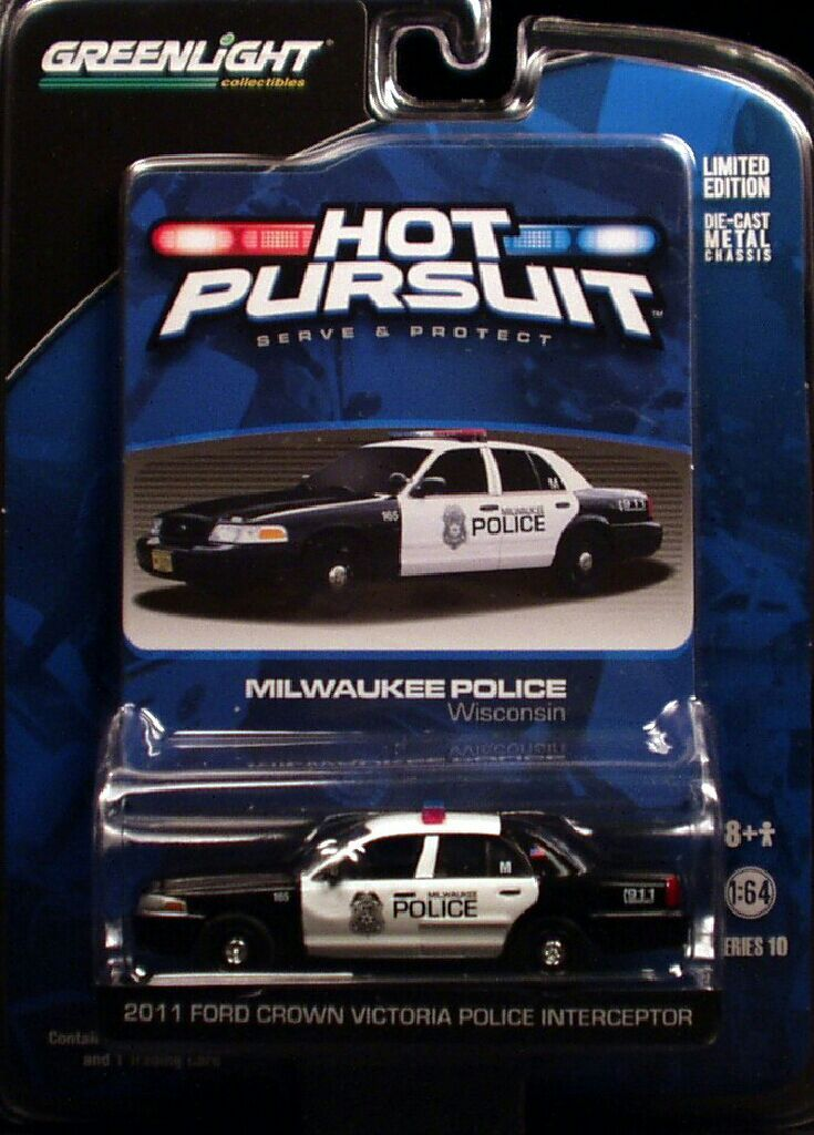 Greenlight  Ford Crown Victoria Police Interceptor Milwaukee Police Toy Car Cast And Hot Wheels  Front Image Front Cover