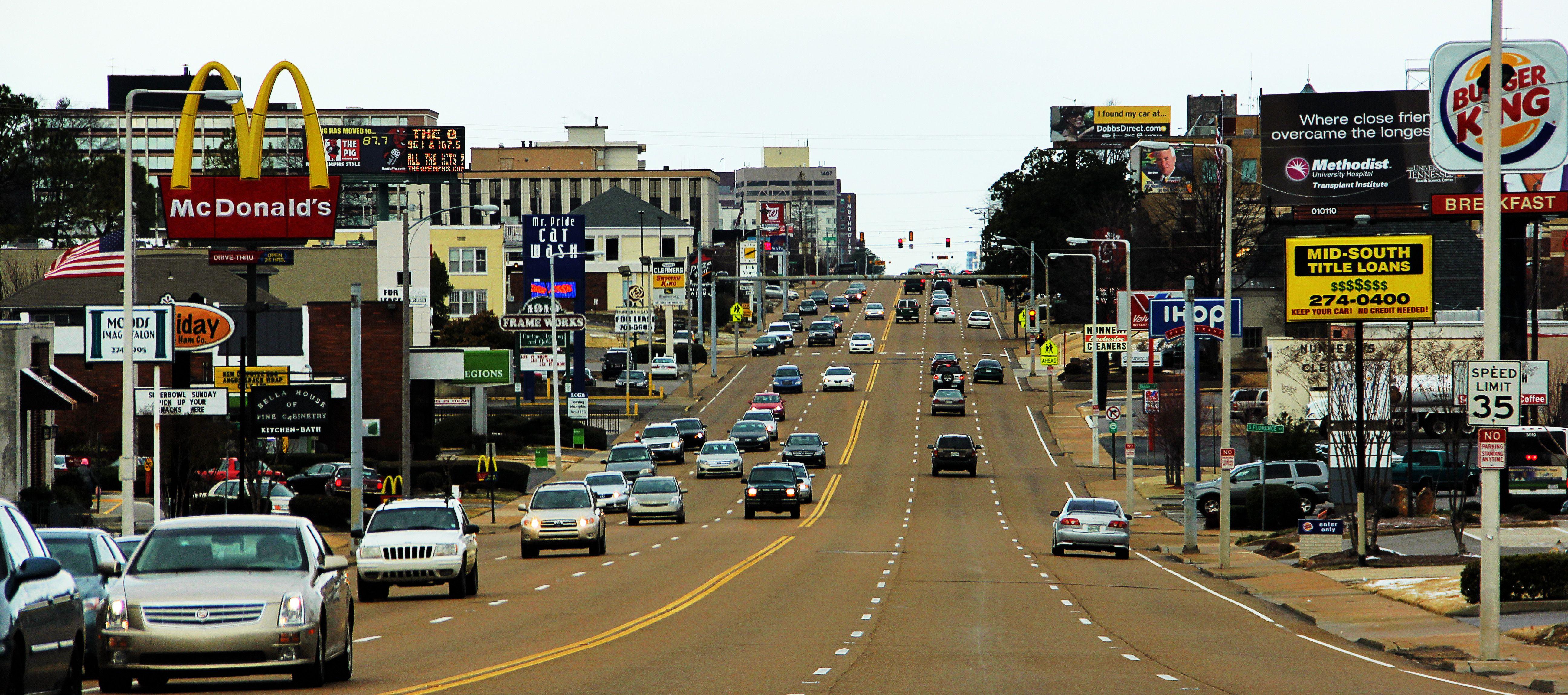 Union Ave running right through midtown Memphis, TN