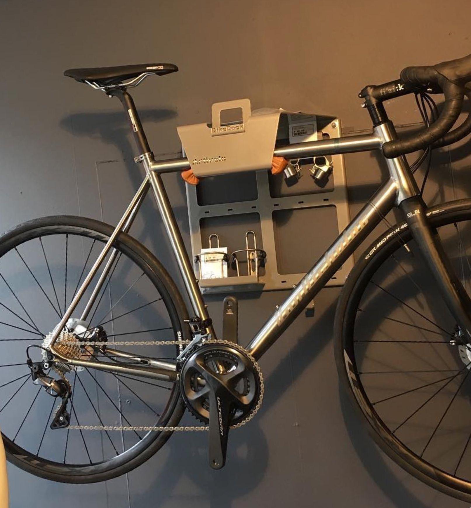 Top Je fiets en fietsspullen ophangen aan de muur op één vaste plaats NK38