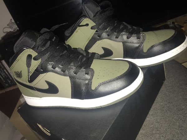 Olive green sneakers, Olive green nike