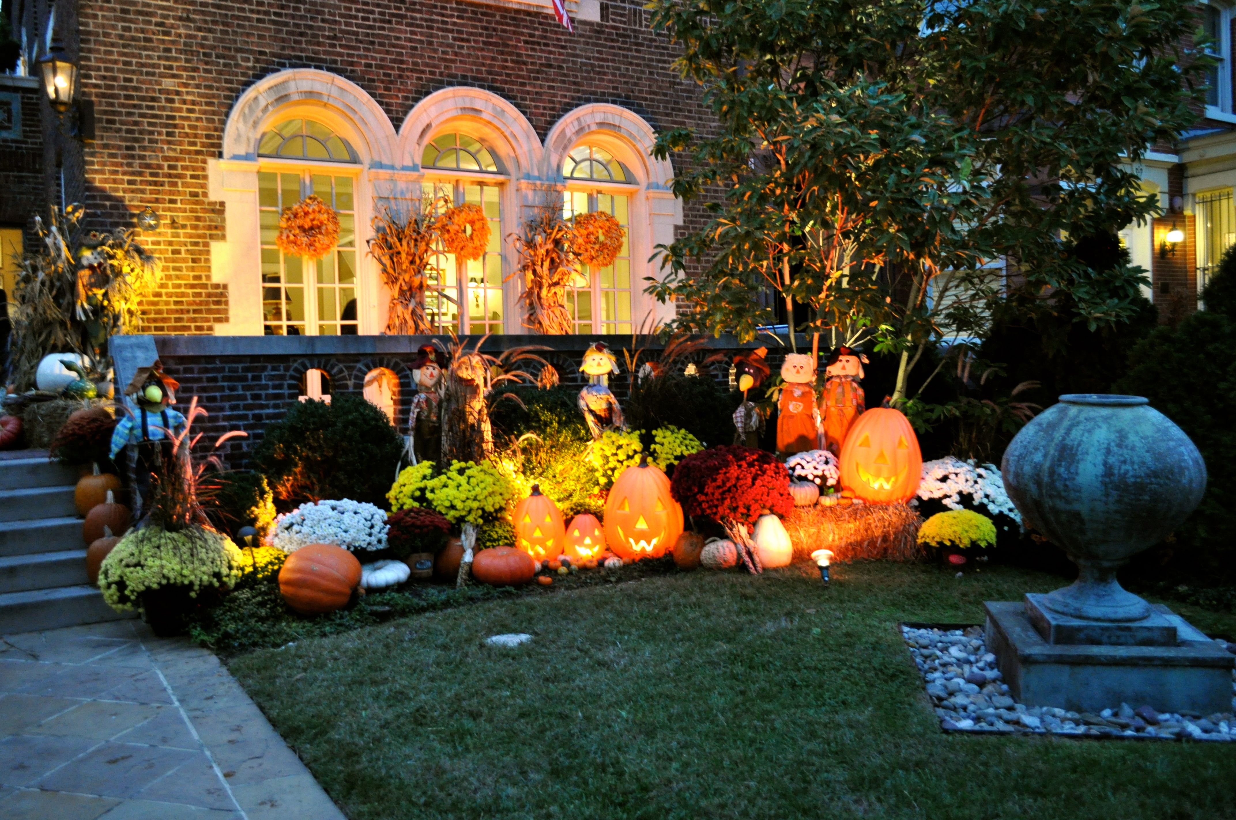 Outdoor Designing Rules for a Perfect Outdoor Decoration of Small & Unique Images Of Fall Decorations for Outside - Best Home Design ...