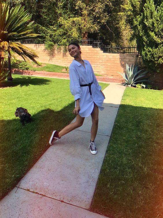 19 Zendaya Street Style Photos Glamsugar.com Shirt dress and a waist belt. That's it. For the casual look wear converse.