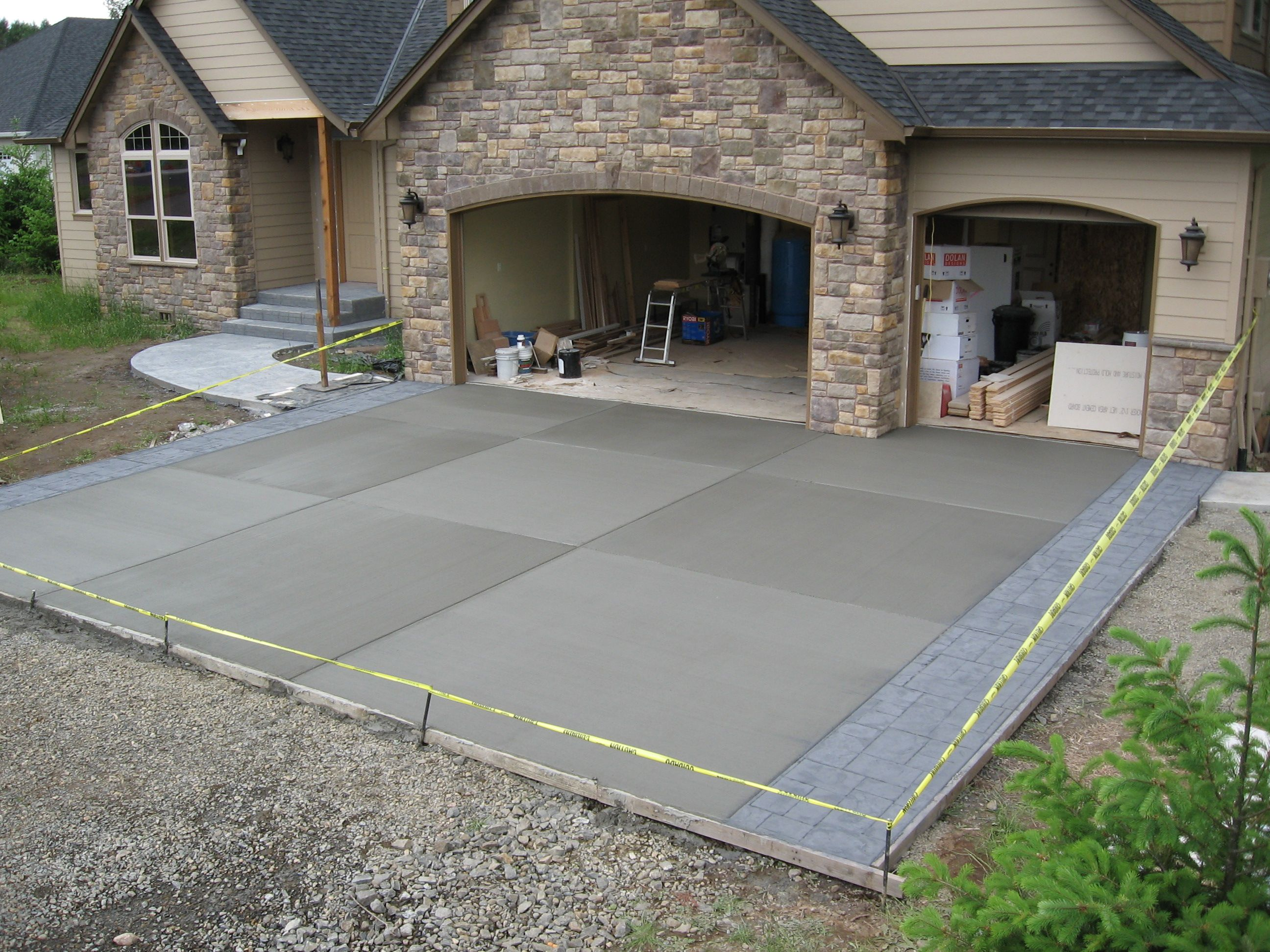 i like the large squares and the different shades between them i also like the case moderneconcrete drivewaysdriveway ideasstamped - Concrete Driveway Design Ideas