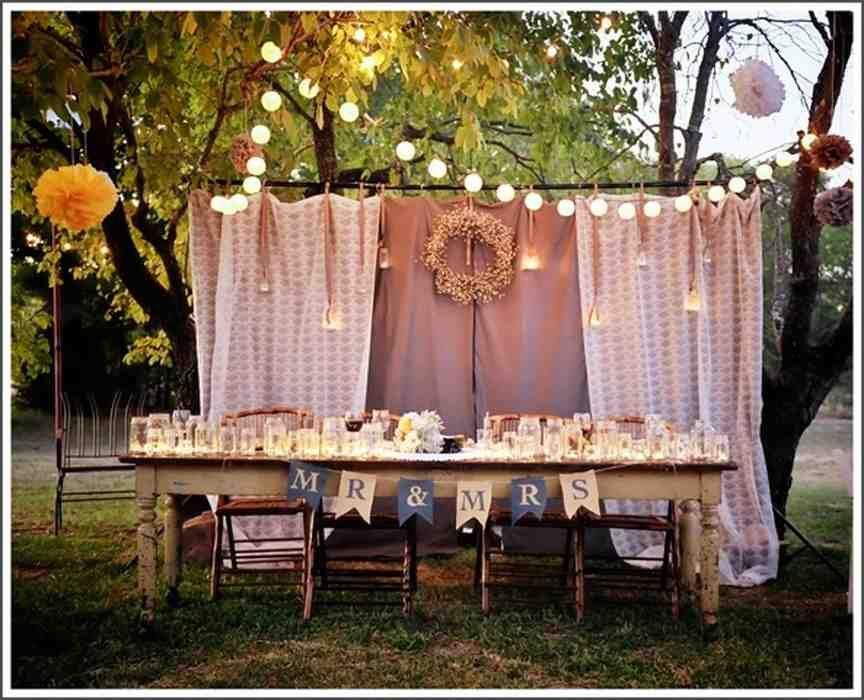 Inexpensive Outdoor Wedding Ideas Outdoor Wedding Decorations Wedding Couple Table Backyard Wedding