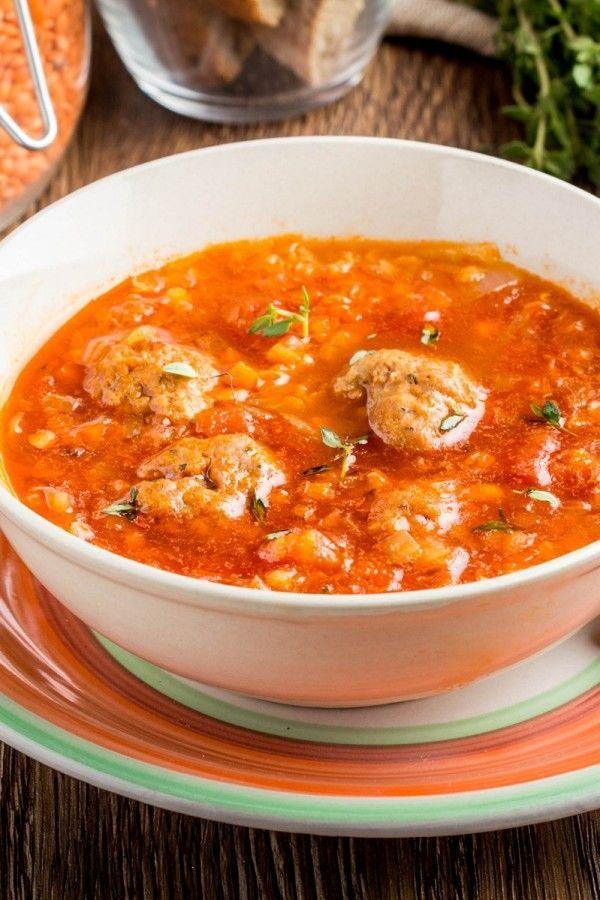 Linsen-Tomatensuppe mit Fleischbällchen