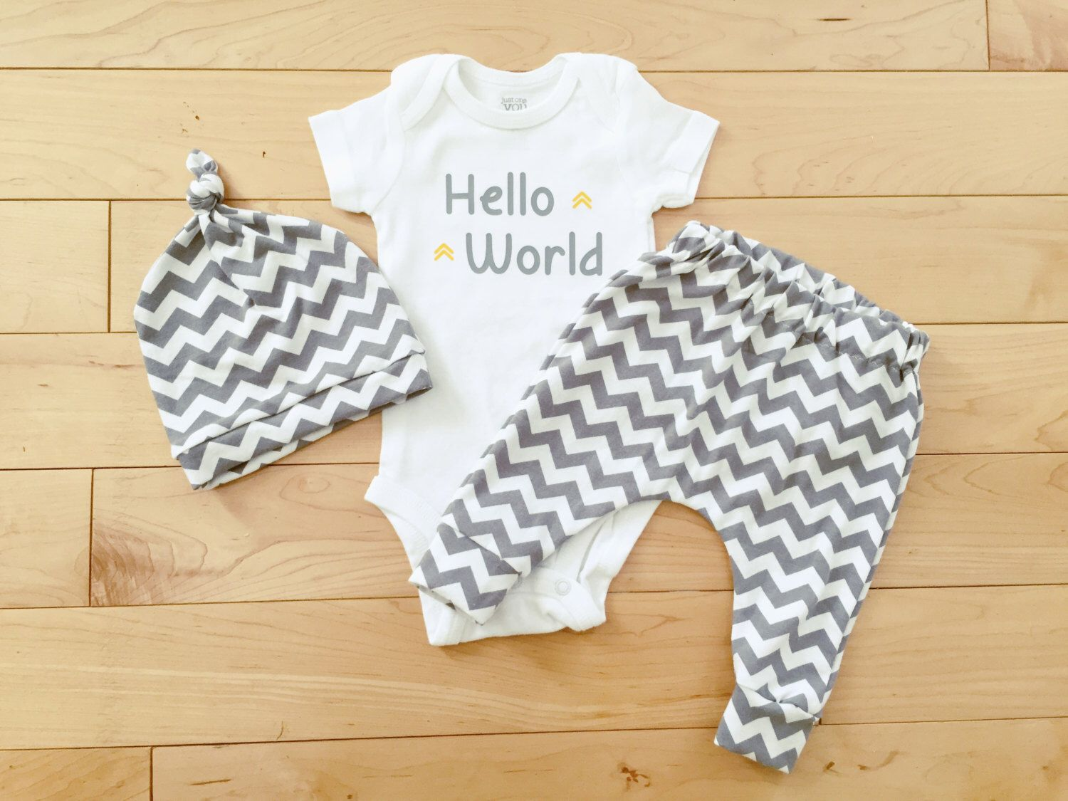 ec25aa975cf2 Gender Neutral Baby Coming Home Outfit   Unisex Baby Clothes   Knot Hat    Grey Chevron