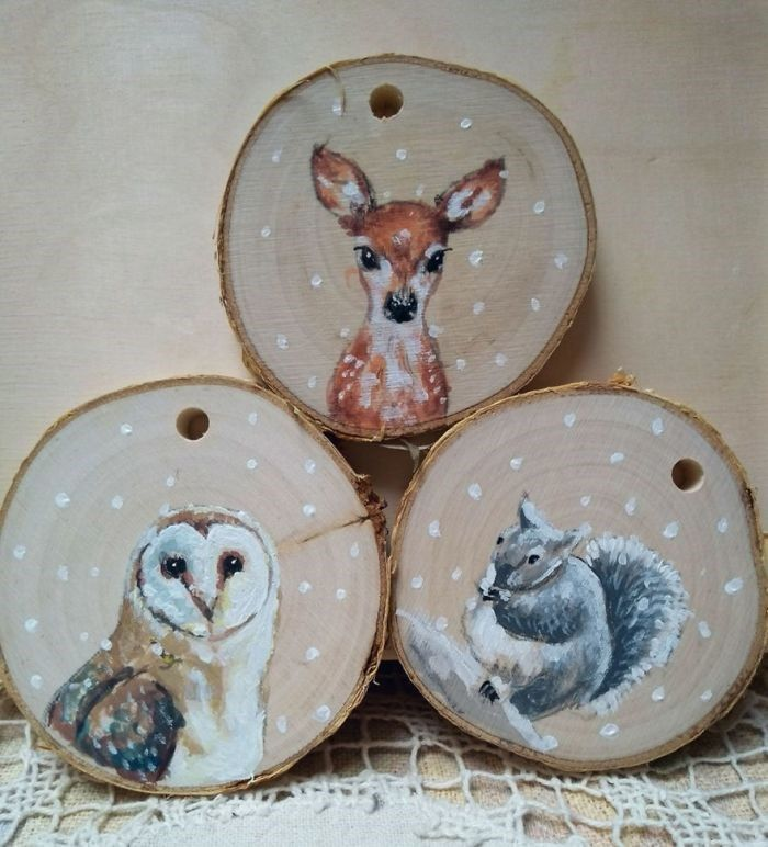Artist Creates Stunning Animal Portraits on Slices of Wood is part of Wood christmas ornaments, Wood slices, Wood slice crafts, Wood ornaments, Wood crafts diy, Wood slice ornament - Artist Creates Stunning Animal Portraits on Slices of Wood  World's largest collection of cat memes and other animals