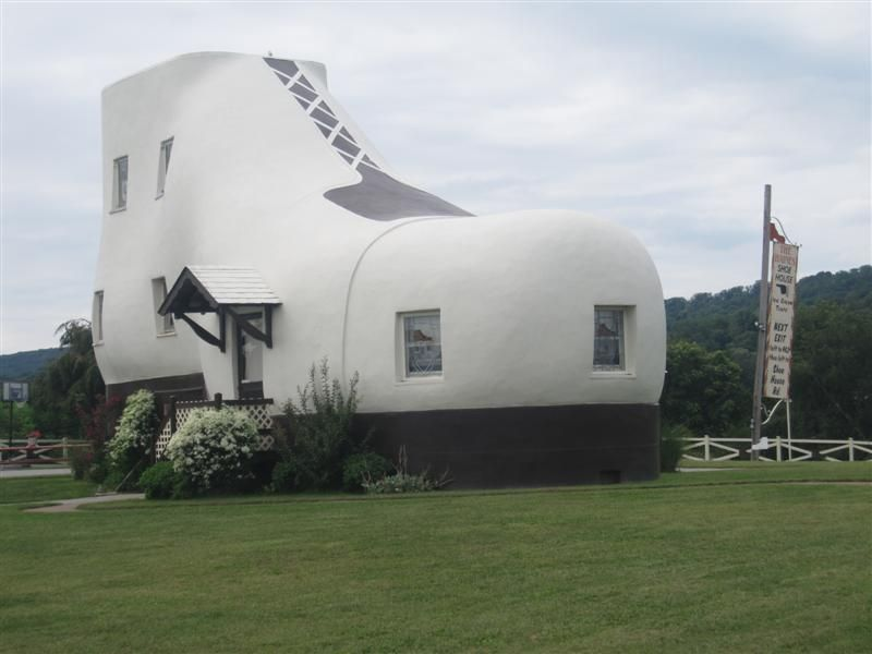 Photo Friday World S Largest Shoe House Hellam Pa Crazy Houses Roadside Attractions House