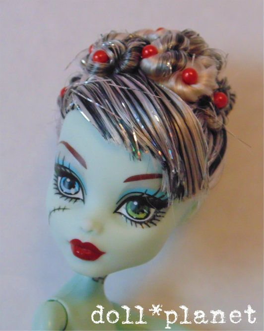Ooak monster high doll frankie stein nude new hair style twisty up ooak monster high doll frankie stein nude new hair style twisty up do 4 repaint winobraniefo Image collections