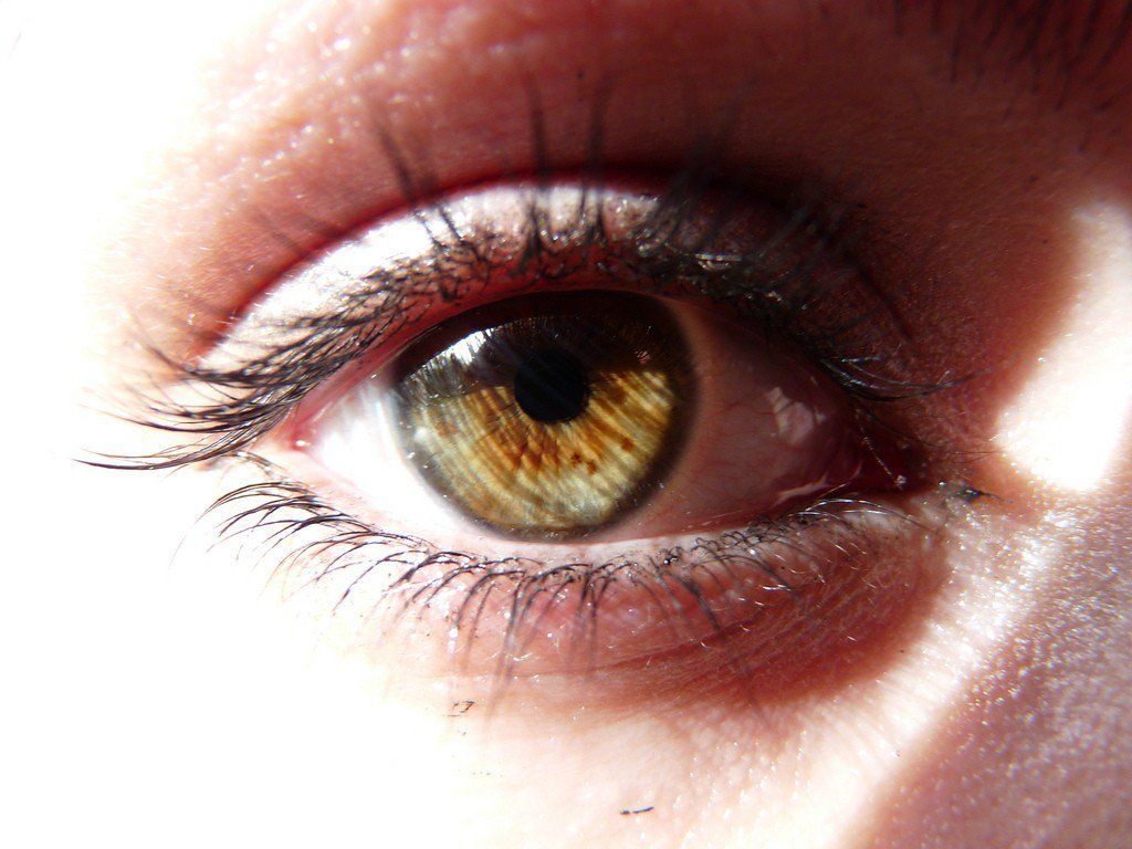 Possible Causes and Home Remedies for Dry Skin Around Your Eyes