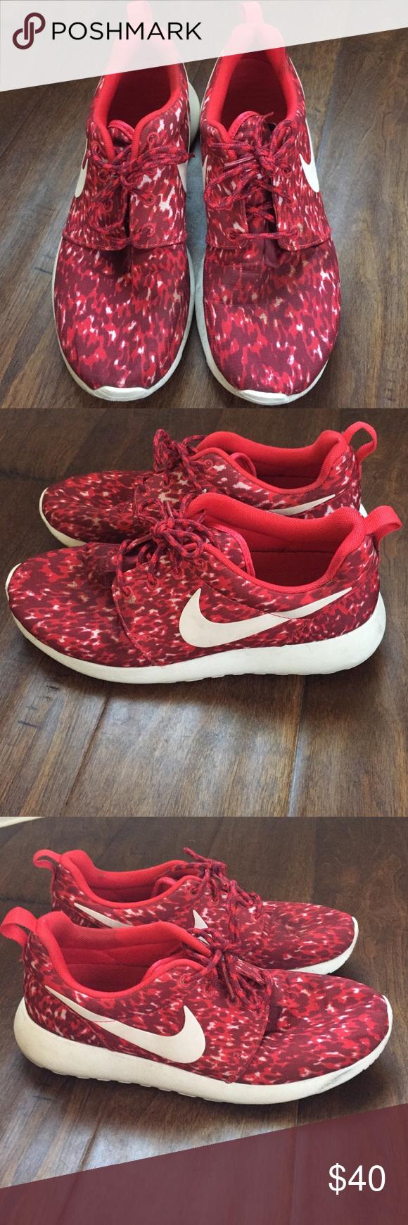 Roshe runs Women's roshe runs size 7. Nike Shoes Athletic Shoes