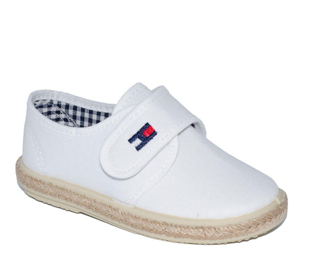 112e0828 Zapato piqué blanco para niño de Vul-Peques. Más información. Guardado por.  Adrielsmoda